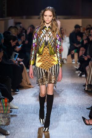 Показы мод Givenchy Осень-зима 2016-2017   Подиум на ELLE - Подиум - 81c5de2d764