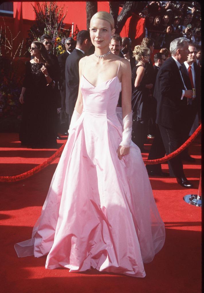 Гвинет Пэлтроу в Ralph Lauren на церемонии «Оскар» в 1999 году