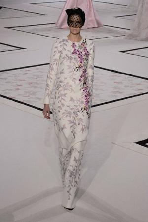 Показ Giambattista Valli коллекции сезона Весна-лето 2015 года Haute couture - www.elle.ru - Подиум - фото 592924