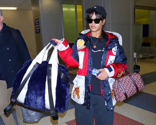 Все и сразу: Рианна в куртке Gucci и в уггах (фото 3)