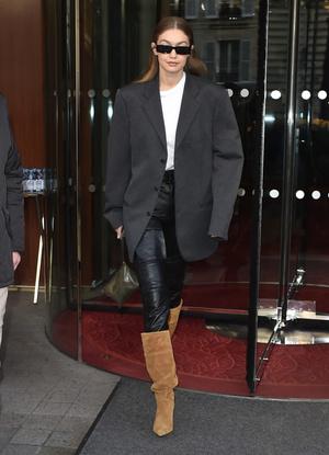 Как носить «папин» пиджак и выглядеть женственно? Научит Джиджи Хадид (фото 1.2)