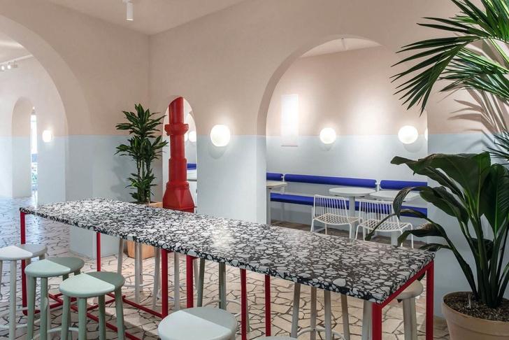Закусочная в Берлине в духе «Большого всплеска» Дэвида Хокни (фото 5)