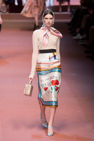 Показ Dolce & Gabbana коллекции сезона Осень-зима 2015-2016 года Prêt-à-porter - www.elle.ru - Подиум - фото 594878