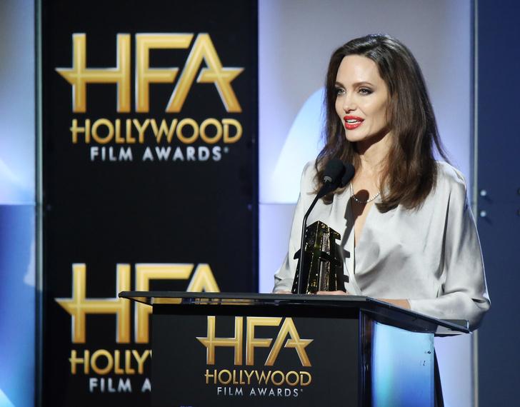 Дива дивная: Анджелина Джоли затмила всех на церемонии Hollywood Film Awards фото [10]