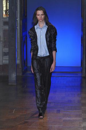 Показ Anne Valerie Hash коллекции сезона Весна-лето 2010 года haute couture - www.elle.ru - Подиум - фото 138017