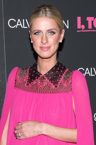 Беременная Ники Хилтон в розовом мини-платье на премьере в Нью-Йорке (фото 4)
