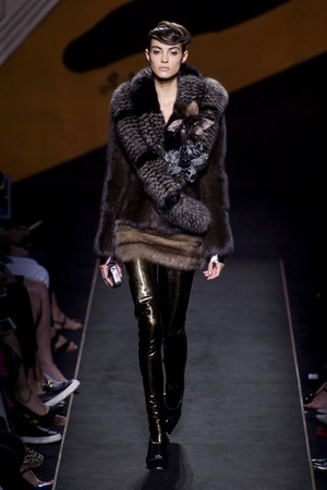Показ Fendi коллекции сезона Осень-зима 2015-2016 года Haute couture - www.elle.ru - Подиум - фото 597123