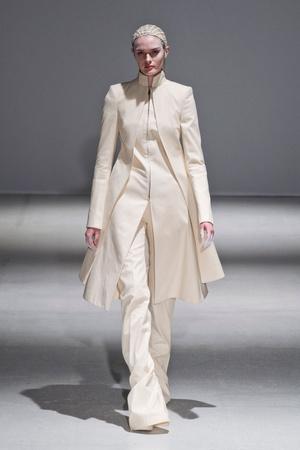 Показы мод Gareth Pugh Осень-зима 2014-2015 | Подиум на ELLE - Подиум - фото 3984