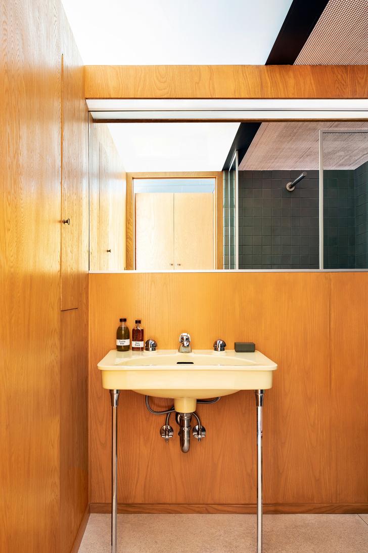 Модернистский дом-«волна» в Калифорнии (фото 12)