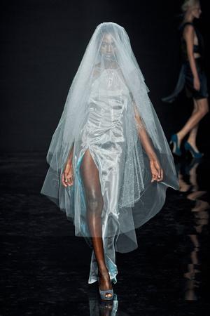 Показ Yiqing Yin коллекции сезона Осень-зима 2012-2013 года Haute couture - www.elle.ru - Подиум - фото 405056