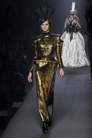 Показ Jean Paul Gaultier коллекции сезона Осень-зима 2015-2016 года Haute couture - www.elle.ru - Подиум - фото 597242