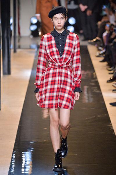 Неделя моды в Париже: показы Alexander McQueen и Paul & Joe ready-to-wear осень — зима 2015-2016 | галерея [2] фото [3]
