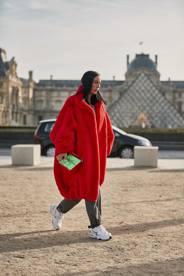 Красные куртки против желтых жилетов: стритстайл на Неделе мужской моды в Париже (фото 4)