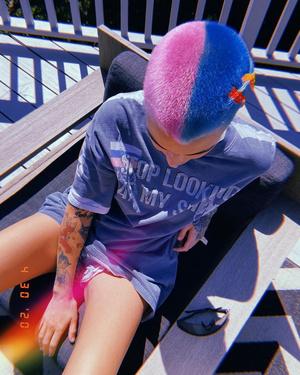 Розовый + голубой: новый образ Руби Роуз (фото 1.1)