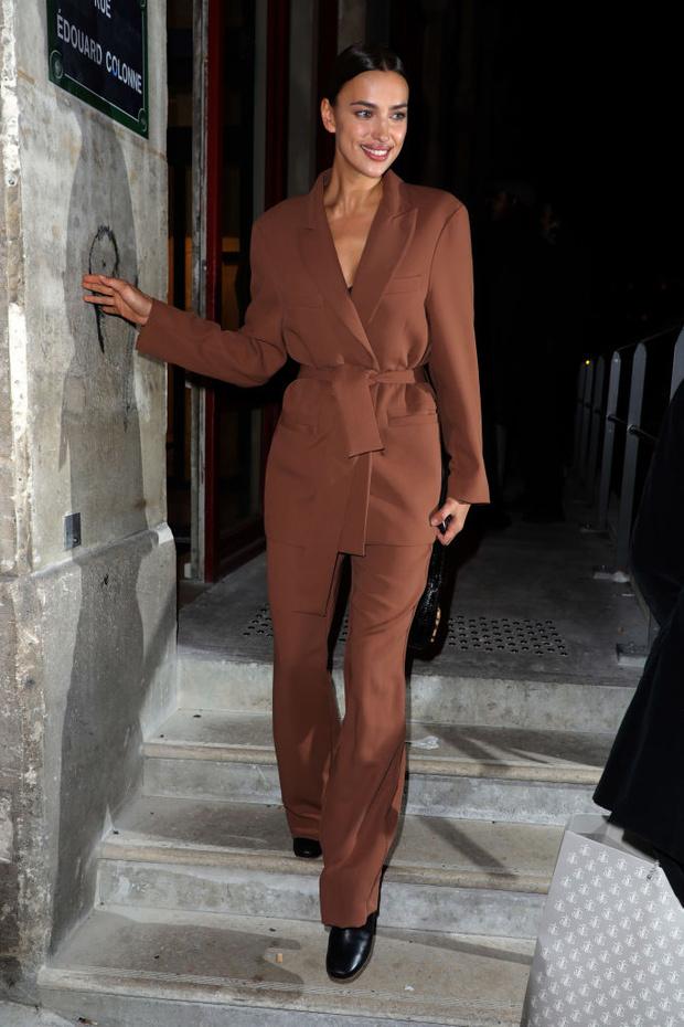 Костюм или халат? Стритстайл-образ Ирины Шейк в Париже (фото 3)