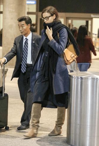 Будни супермодели: Ирина Шейк в аэропорту Лос-Анджелеса фото [4]