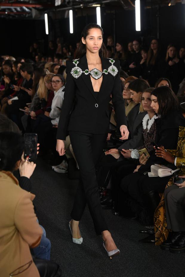 Черный – новый черный: показ David Koma на London Fashion Week (фото 3)
