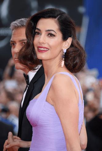 Фото дня: Джордж и Амаль Клуни на Венецианском кинофестивале фото [5]