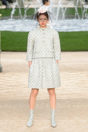 Показ Chanel коллекции сезона Весна-лето 2018 года Haute couture - www.elle.ru - Подиум - фото 673991