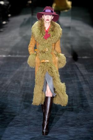 Показы мод Gucci Осень-зима 2011-2012 | Подиум на ELLE - Подиум - фото 2252