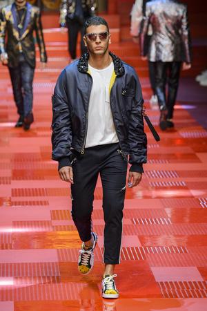 Показ Dolce & Gabbana коллекции сезона Весна-лето 2018 года Men prêt-à-porter - www.elle.ru - Подиум - фото 622337
