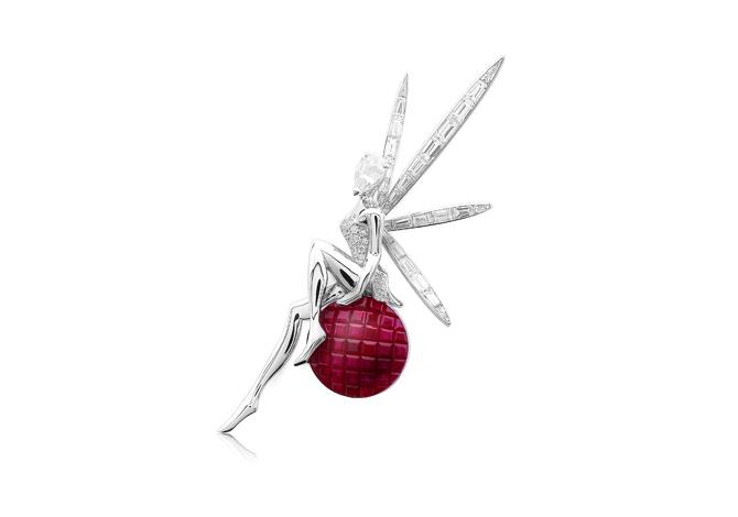 Брошь из коллекции Midsummer Night's Dream, Van Cleef & Arpels, бутики Van Cleef & Arpels.