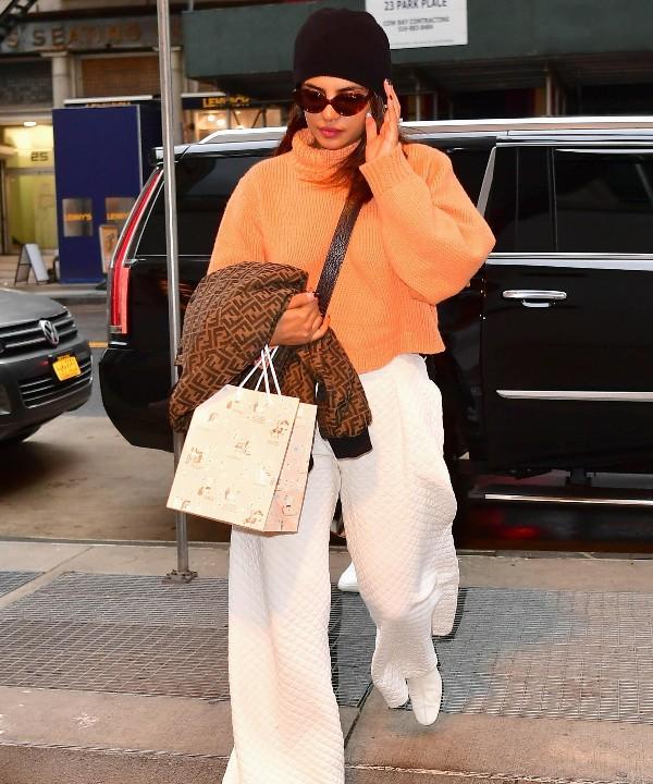 Белый и оранжевый — лучшее сочетание на весну: Приянка Чопра убедит вас в этом
