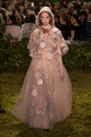 Показ Christian Dior коллекции сезона Весна-лето  2017 года Haute couture - www.elle.ru - Подиум - фото 616264