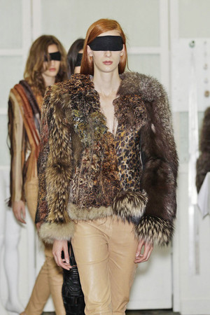 Показ Maison Martin Margiela коллекции сезона Весна-лето 2011 года Haute couture - www.elle.ru - Подиум - фото 218649