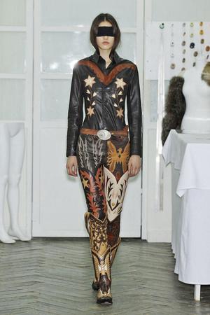 Показ Maison Martin Margiela коллекции сезона Весна-лето 2011 года haute couture - www.elle.ru - Подиум - фото 218653