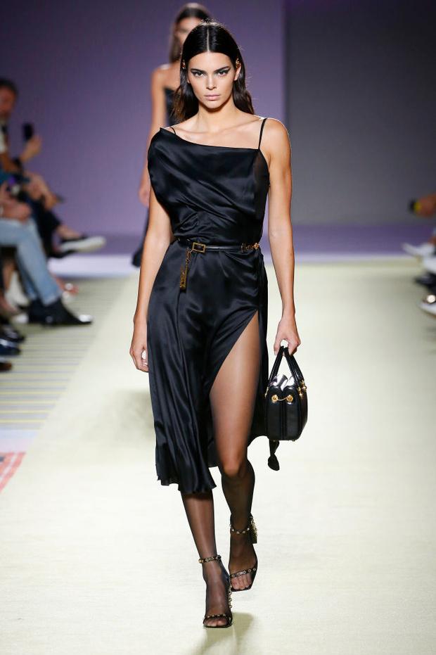 Энциклопедия красоты: 15 супермоделей на показе Versace (фото 5)