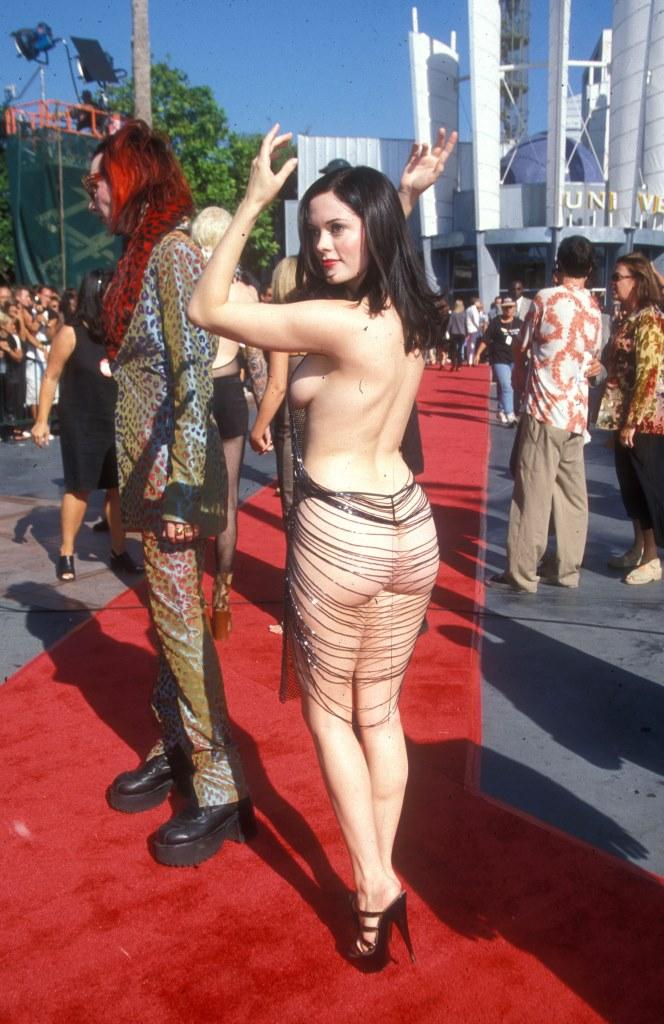 Роуз МакГоуэн на церемонии MTV Video Music Awards в 1998 году