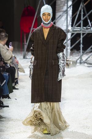 Показ Calvin Klein коллекции сезона осень-зима  2018-2019 года Prêt-à-porter - www.elle.ru - Подиум - фото 686071