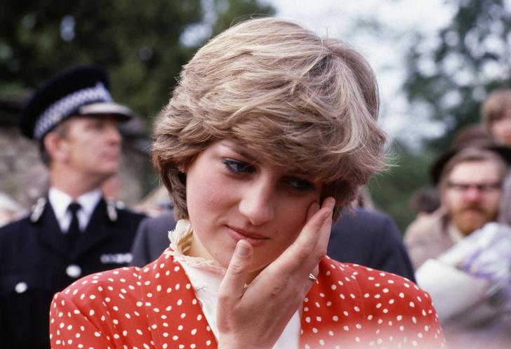 Почему Кейт Миддлтон никогда не красит ногти ярким лаком? фото [24]