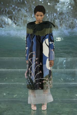 Показ Fendi коллекции сезона Осень-зима 2016-2017 года Haute couture - www.elle.ru - Подиум - фото 607464