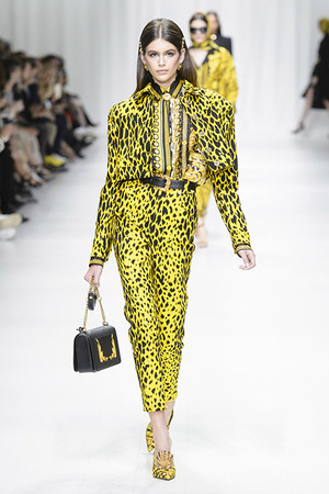 Показы мод Versace Весна-лето 2018 | Подиум на ELLE - Подиум - фото 5361