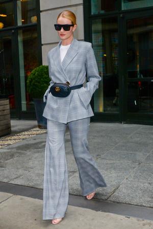 3 тренда в одном образе: Рози Хантингтон-Уайтли в Нью-Йорке (фото 1.1)
