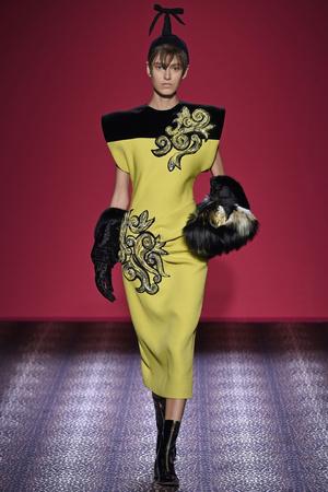 Показ Schiaparelli коллекции сезона Осень-зима 2014-2015 года Haute couture - www.elle.ru - Подиум - фото 584727