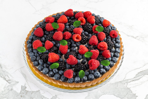 Sweet dreams: ягодный тарт, земляничная страчателла, кокосовый торт и еще 2 рецепта необычных десертов (фото 1)