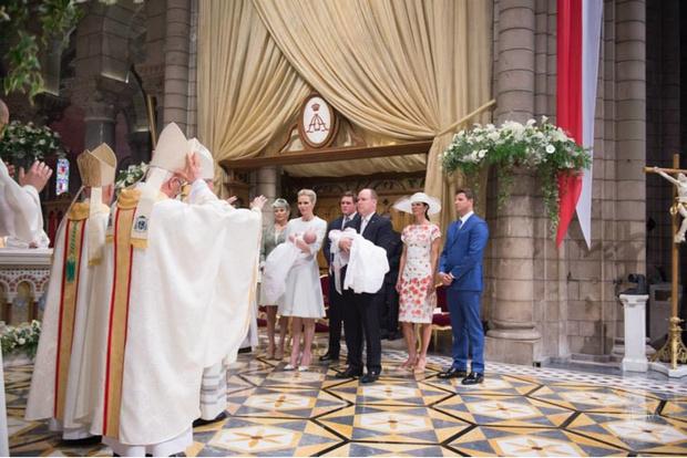 Фото дня: князь и княгиня Монако на крещении близнецов (фото 14)
