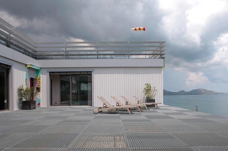 Необычный дом на берегу Черного моря (фото 10)