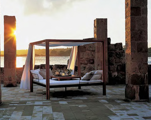 Сон в летнюю ночь. Кровати и лежанки с навесами (фото 2)