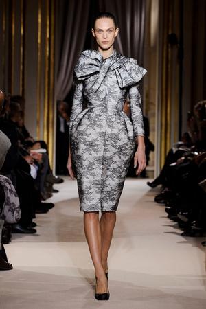 Показ Giambattista Valli коллекции сезона Весна-лето 2012 года Haute couture - www.elle.ru - Подиум - фото 330854