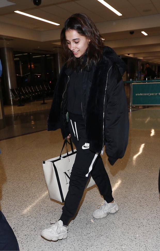 Именной бомбер и Nike: что носит «Жасмин» в реальной жизни? (фото 1)