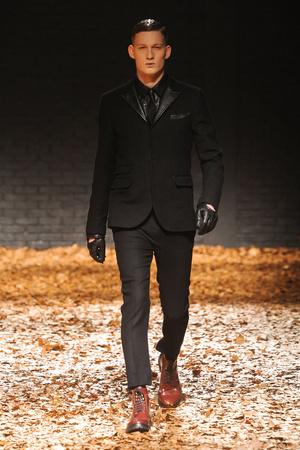 Показ McQ Alexander McQueen коллекции сезона Осень-зима 2012-2013 года Prêt-à-porter - www.elle.ru - Подиум - фото 356289