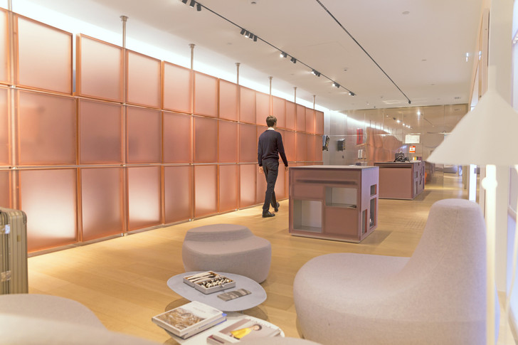 Розовый бутик Rimowa в Bon Marché по дизайну Snøhetta (фото 0)