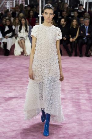 Показ Christian Dior коллекции сезона Весна-лето 2015 года Haute couture - www.elle.ru - Подиум - фото 592834