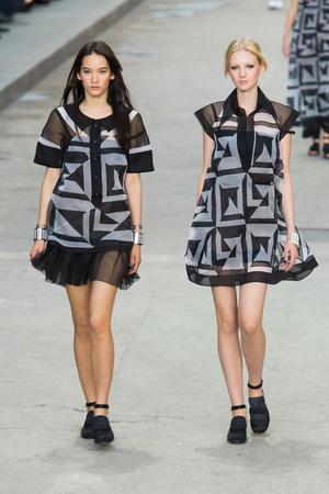 Показ Chanel коллекции сезона Весна-лето 2015 года prêt-à-porter - www.elle.ru - Подиум - фото 592018