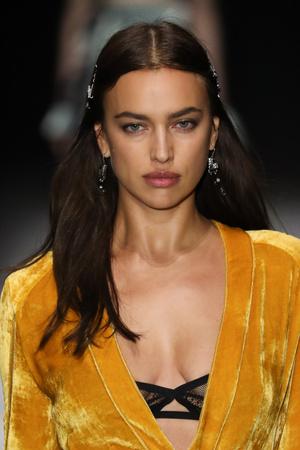 Ирина Шейк стала звездой показа Bottega Veneta (фото 2)