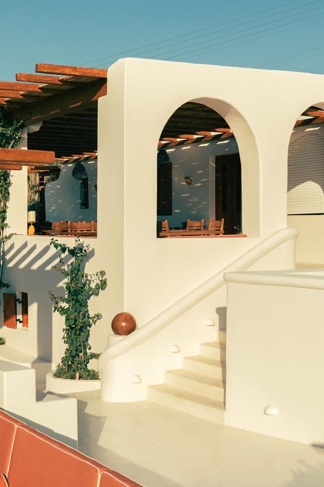 Охра и шафран: ресторан на Миконосе в ретро-гамме (фото 2)